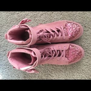 🎀Pink Flygirl Unique Repeat Sneakers 🎀